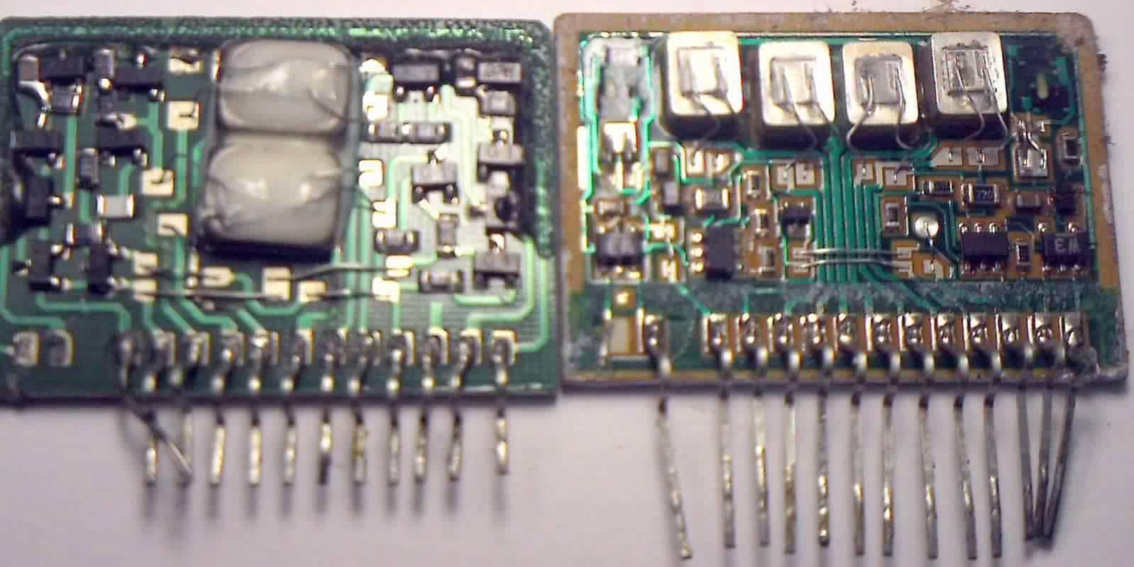 Circuito integrado STK402-070 falsificado, a la izquierda y original, a la derecha.